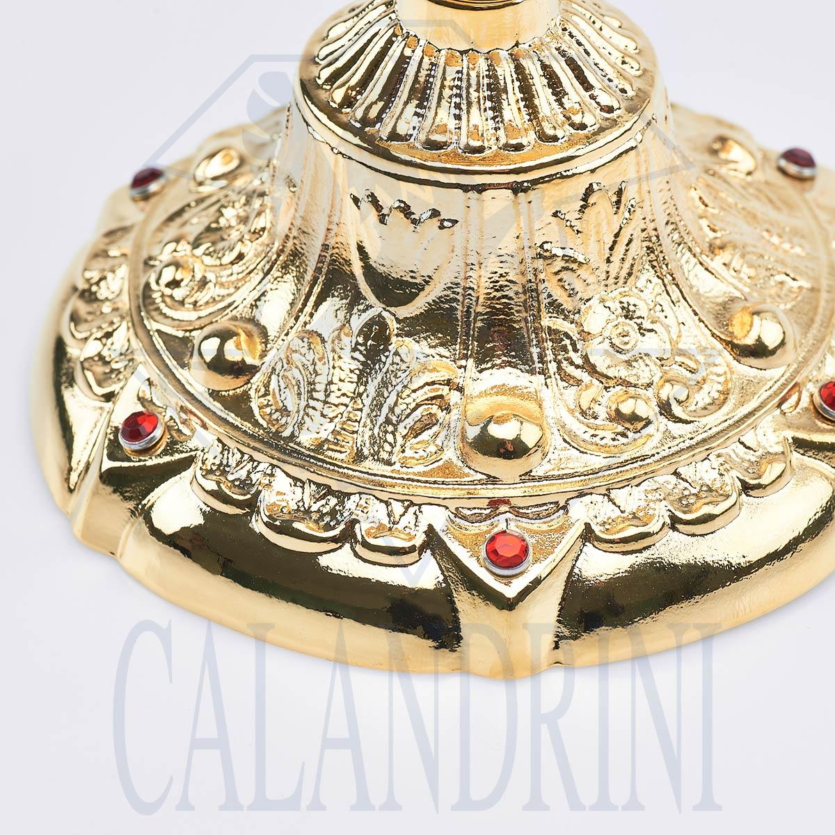 Copa barroca en fusión dorada con inserciones de rubí.
