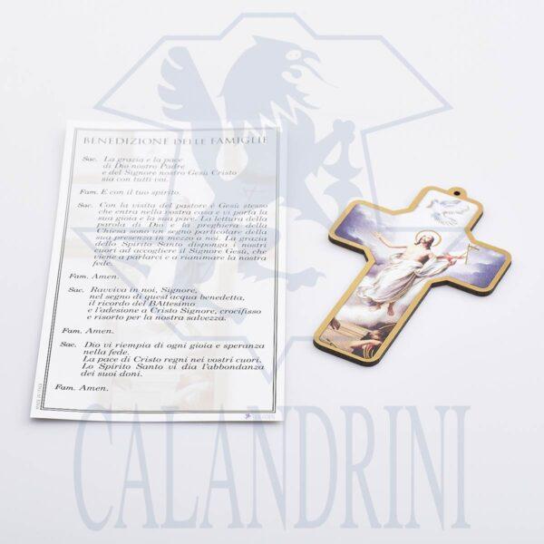 Cruz de la resurrección con borde de oro y pergamino con oración.